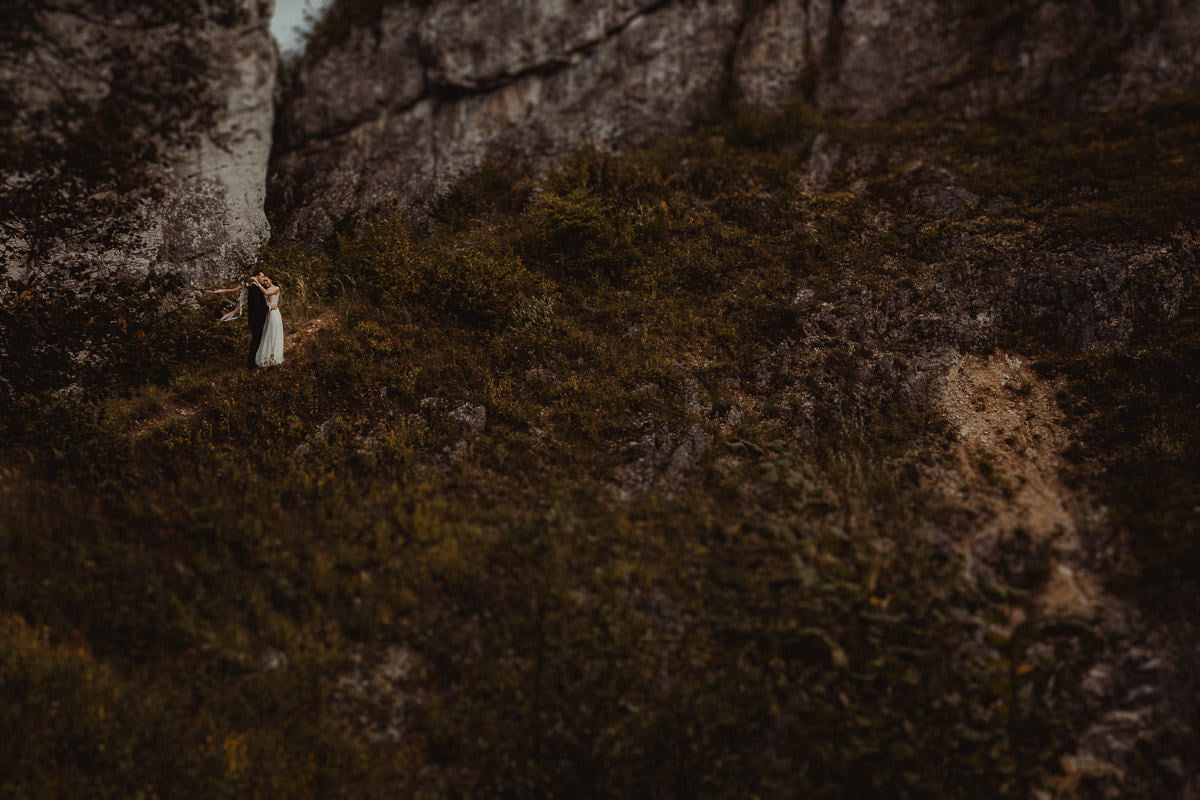 Ada-Bartek-plener-slubny-fotografia-slubna-jura-gora-zborow-boho-panna-mloda-BLOG_20170913_16-52-30_IMG_6777-Edit Adriana & Bartłomiej - Góra Zborów - plener ślubny - fotograf śląsk