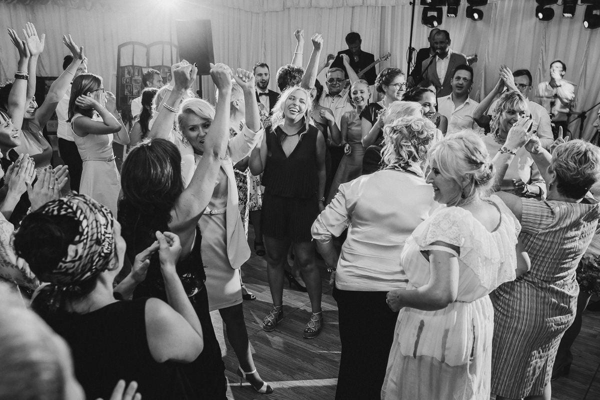 Martyna-Michał-wesele-palac-czarny-las-fotografia-slubna-slask_20170812_22-53-23_IMG_2528-2-1 Martyna & Michał - reportaż ślubny - Czarny Las - fotograf Śląsk