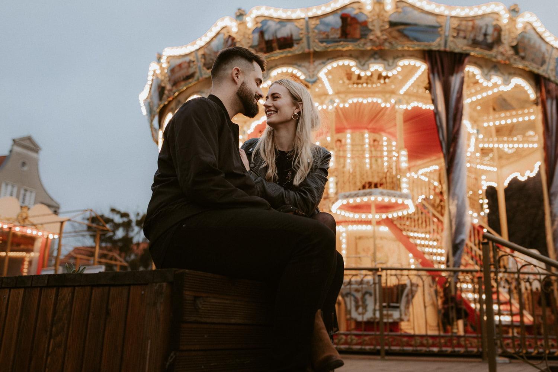 karuzela gdańska zakochani fotografia ślubna sesja